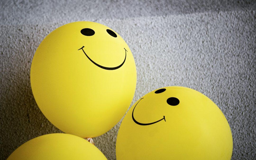 Gula ballonger med smileys.